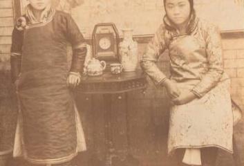 【歷史照片】两个缠了足的小女孩