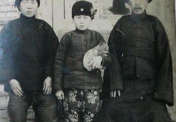 【歷史照片】裹了小脚的女童